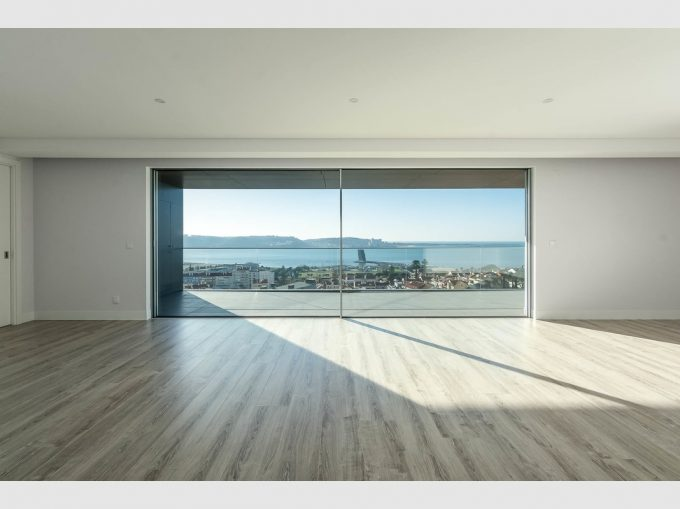 T4 Penthouse with Sublime River View - Cascais Line, Alges