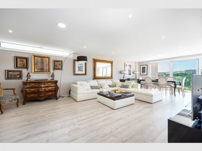 T2 with Golf course and sea view - Cascais Line, Alges